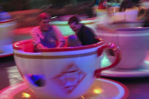 40225 tea cups in action